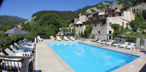 Les cognas r sidence de vacances avec piscine et tennis for Trampoline piscine decathlon