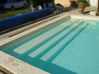 piscine en blocs poly terrasse en bois composite. Black Bedroom Furniture Sets. Home Design Ideas