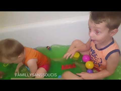 Enzo et Ange test le #slimebaff dans le bain