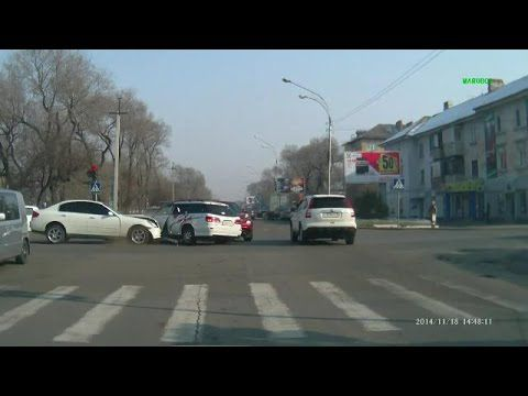 Car crash compilation #141 / Compilation d'accident de voiture n°141 + Bonus