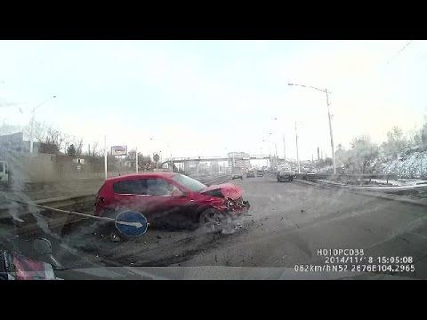 Car crash compilation #142 / Compilation d'accident de voiture n°142 + bonus