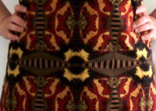 Mon top imprimé papillons: couper un tissu à motifs