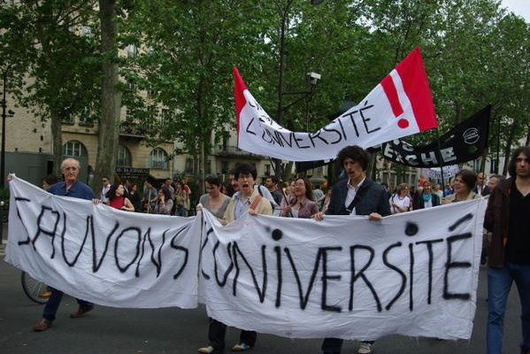Sauver la recherche publique et l'enseignement supérieur en France