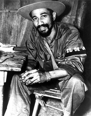 Fidel rend hommage à son camarade de lutte Juan Almeida: Almeida est plus vivant que jamais