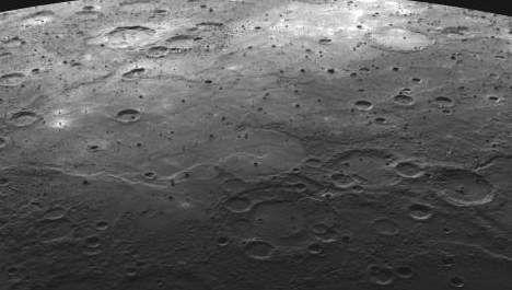 Messenger et la surface de Mercure.