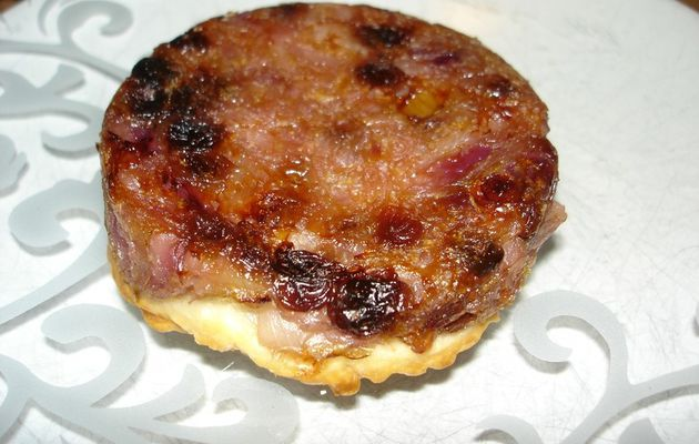 Tarte tatin aux oignons et aux raisins