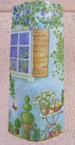 Tuiles peintes et décorées motifs serviettage..