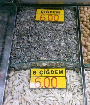 blanches, beiges, grises les pe'tites graines turques