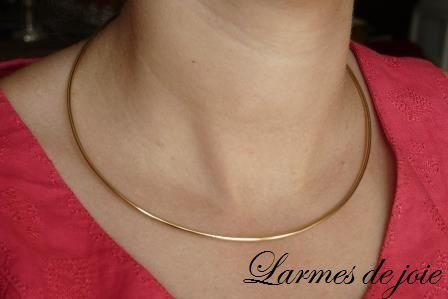 Un fil d'or jaune pour collier