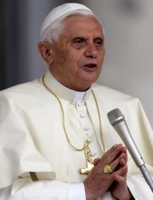 Benoît XVI renonce à poursuivre son pontificat