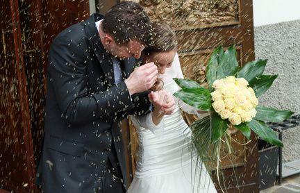 Traditions et symboles du mariage : le lancer du riz