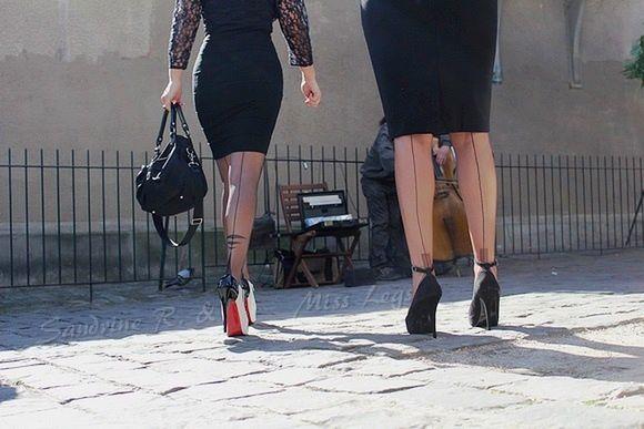 Escalade parisienne en talons hauts et bas nylon !