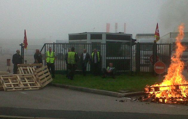 Les salariés de Mory-Ducros bloquent leur site de St Etienne du Rouvray.