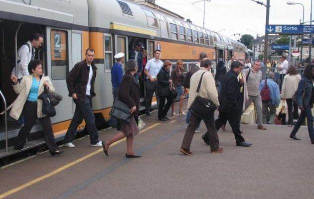 """SNCF: ou """"Comment le gouvernement veut nous faire préférer le bus au train"""""""