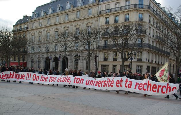 Nous n'acceptons pas la destruction de l'Education nationale, de la maternelle à l'université