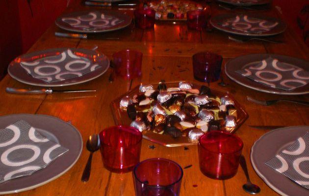 PAS BESOIN DE SE PRENDRE LA TETE : UNE TABLE SIMPLISSIME ET DES VERRINES DE MOUSSE DE GAMBAS SUR CREME D'AVOCATS