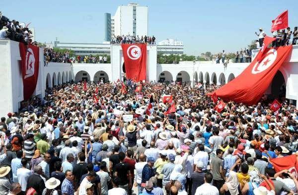 Grève générale en Tunisie : mobilisation massive contre la terreur islamiste mais appels ambigus à l' « union nationale »