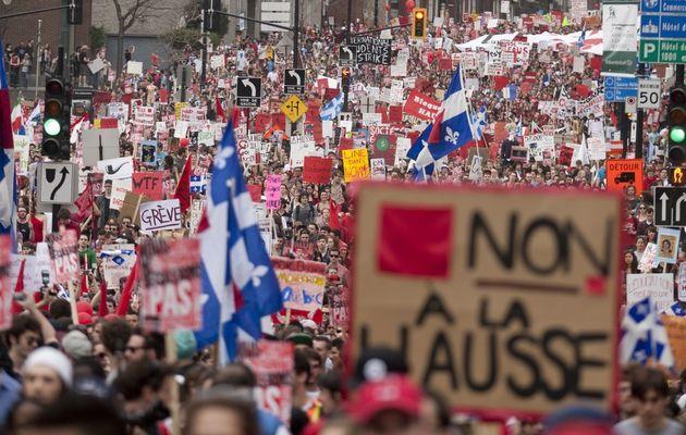 Grèves étudiantes massives au Québec: 300 000 étudiants manifestent à Montréal contre la hausse de 75% des frais de scolarité