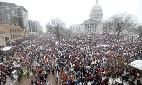 De Los Angeles à New York, des dizaines de milliers d'états-uniens manifestaient ce week-end en solidarité avec la lutte des fonctionnaires du Wisconsin pour leurs droits syndicaux