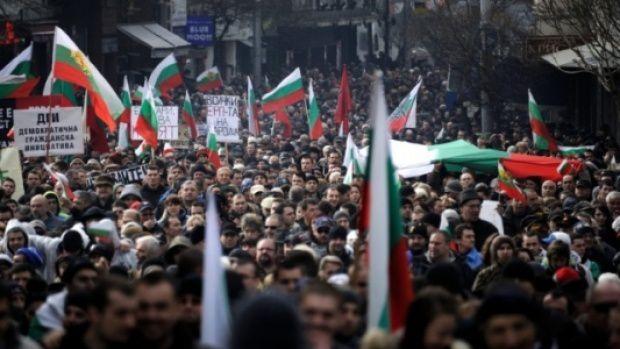 Bulgarie : après la chute du gouvernement, 100 000 manifestants contre la hausse des tarifs de l'électricité et pour la nationalisation