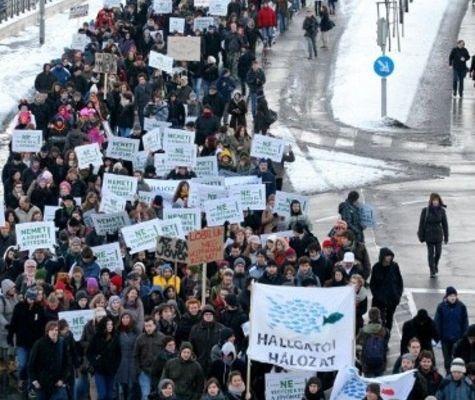 La lutte des étudiants en Hongrie contraint le gouvernement ultra-conservateur à reculer sur la hausse des frais de scolarité