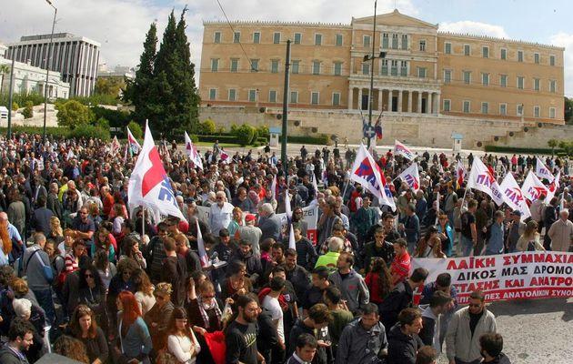 Manifestations massives du PAME en Grèce contre la politique du gouvernement, le néo-fascisme : « Sans peur, ni illusions »
