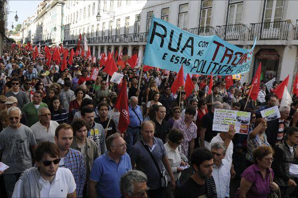 150 000 manifestants dans les rues de Lisbonne à l'appel de la CGTP pour protester contre le « vol des salaires et des retraites » orchestré par le gouvernement et la troïka