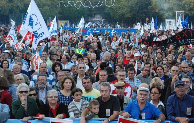 Avant la grève générale du 24 novembre... plus de 100 000 fonctionnaires dans les rues de Lisbonne pour lutter contre la politique anti-sociale du gouvernement socialiste