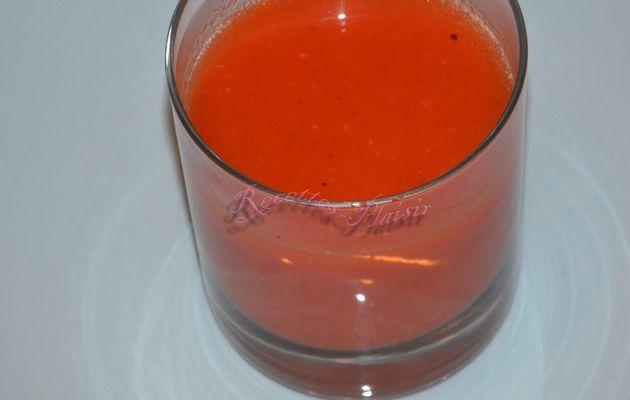 Soupe de tomates au basilic, parmesan et gingembre
