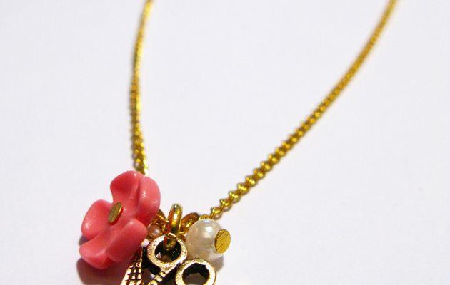 Collier perle, fleur, ciseaux !