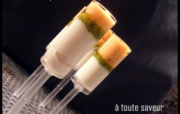 sucettes glacées de coulis de poivron, pesto et fromage frais