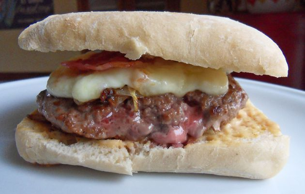 hamburger de poulet bacon sauce au bleu annesogood. Black Bedroom Furniture Sets. Home Design Ideas