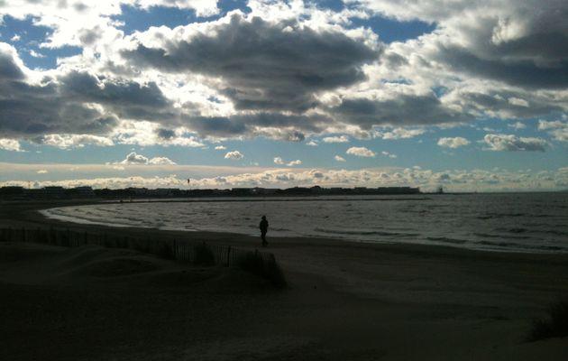 Kitesurf sur le spot du Grau du roi plage nord.