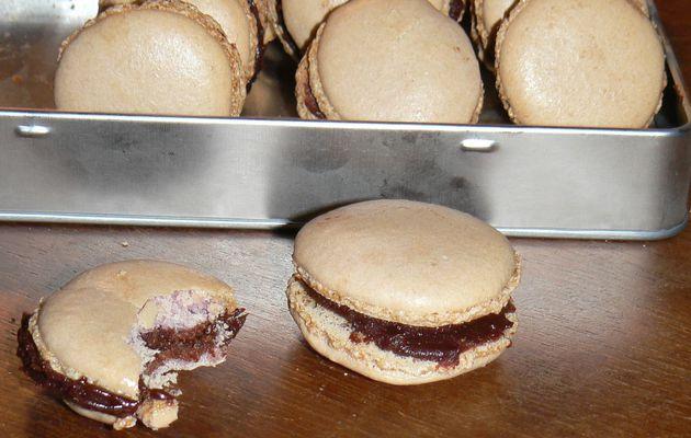 Macarons gourmands au chocolat et caramel au beurre salé