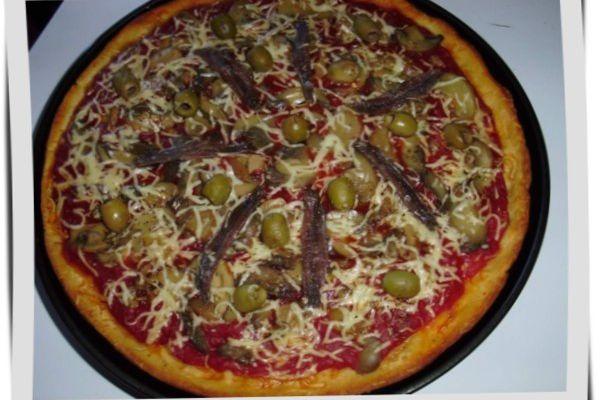 Pizza aux champignons et anchois