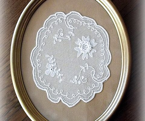 Broderie ancienne sur tulle