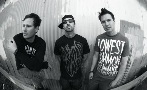Blink 182 - Live @ KROQ Almost Acoustic Christmas 2011
