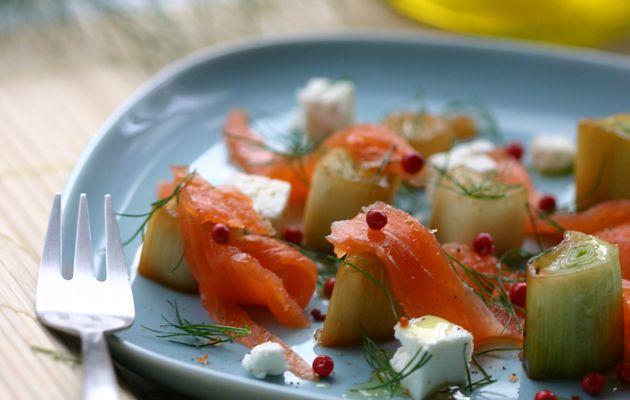 Recette n°166 : Antipasti de poireaux glacés au saumon fumé, feta & baies roses