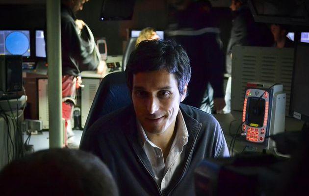 Vincent Elbaz en tournage sur la frégate de défense aérienne Forbin