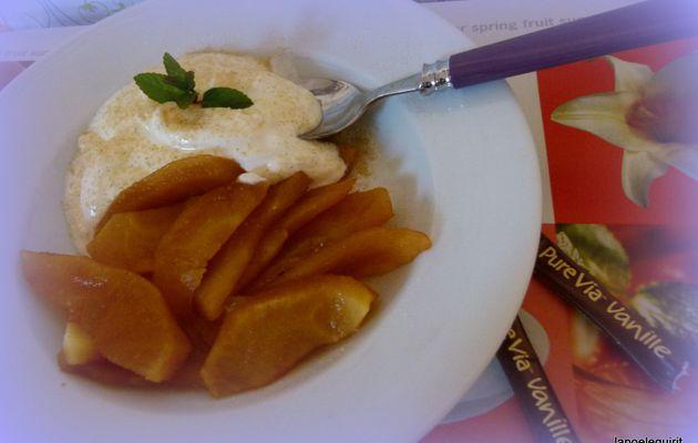 Pommes cuites express, crème fraîche épaisse à la Stévia