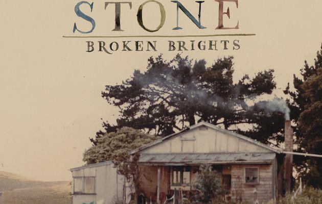 Angus Stone, brillant démarrage solo avec Broken Brights
