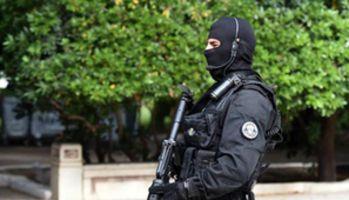 Tunisie : un policier tué lors d'affrontements entre la police et un groupe de terroristes près de Tunis