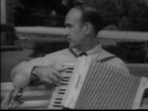 VALERY GISCARD D'ESTAING ET SON ACCORDEON CHROMATIQUE