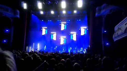 Bryan Ferry, Hold On I'm Coming, live in concert