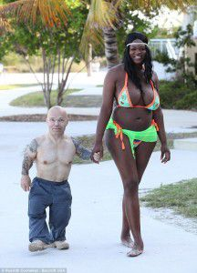 DOES SIZE & AGE MATTER? || Dwarf Bodybuilder Finds Love With 6'3′-tall Transgender Woman