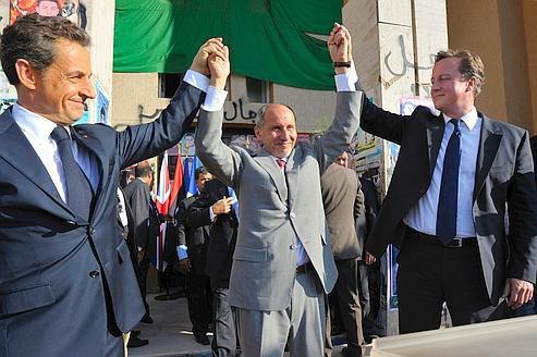 A BENGHAZI SARKOZY PLAIDE POUR UNE LIBYE UNIE