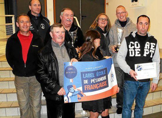 """TREMEVEN: Le club de pétanque reçoit son """"Label"""" Ecole de Pétanque"""