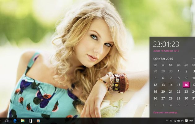 Sexy Girls 2 Theme For Windows 7/8/8.1