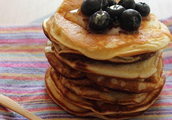 Pancakes ultra moelleux, sirop d'agave et myrtilles