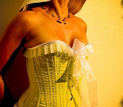 Le boudoir de Claire, corsets et froufrous... C'est chou